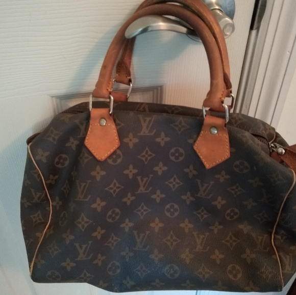 Louis Vuitton Handbags - Louis Vuitton Speedy 30 hand bag.